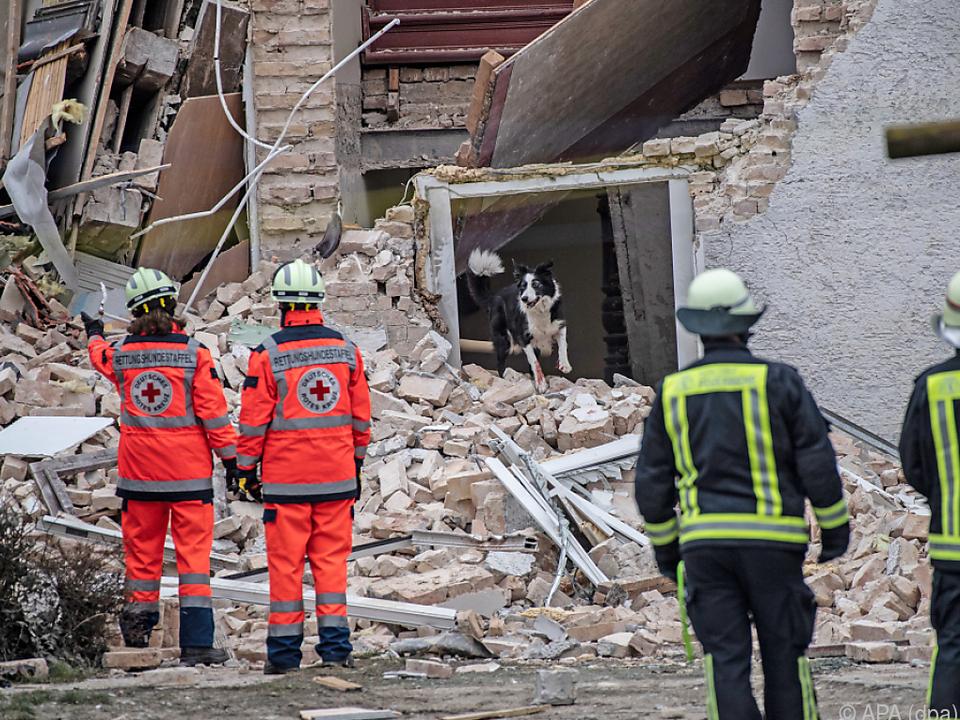 In Brandenburg stürzte am Samstag ein Mehrfamilienhaus teilweise ein