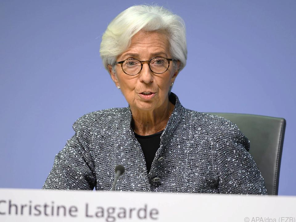 Laut EZB-Präsidentin erfordern Zeiten außergewöhnliche Maßnahmen