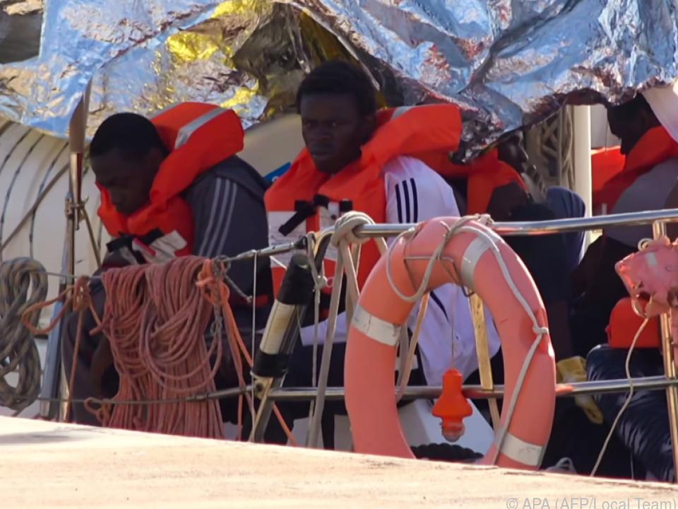 NGOs retten im Mittelmeer Flüchtlinge vor dem Ertrinken