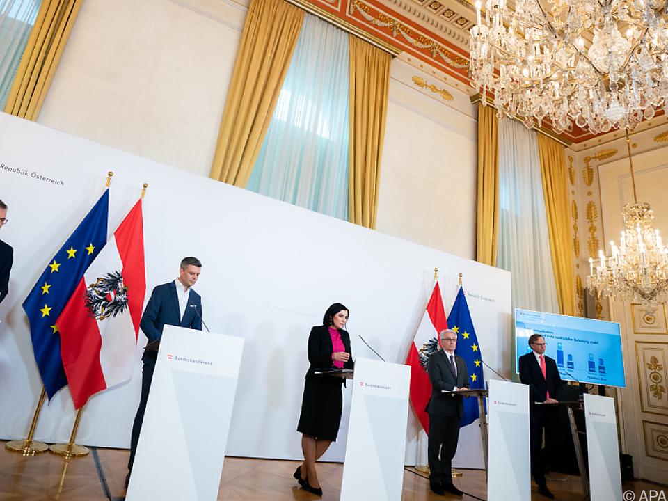 Pressekonferenz der Telekomfirmen und Ministerin Köstinger