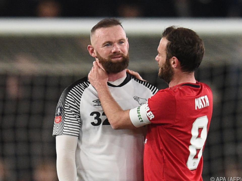 Rooney lässt sich von Mata trösten
