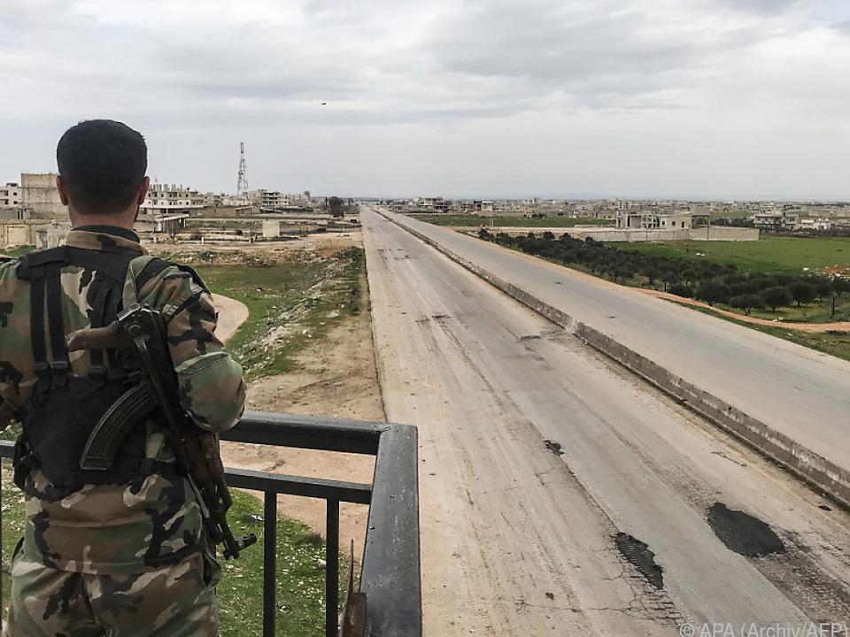 Schnellstraße M4 erstreckt sich quer durch Idlib