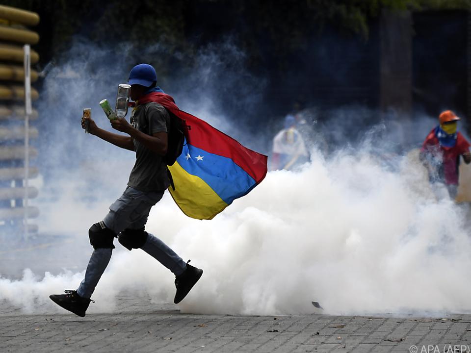 Sicherheitskräfte gegen regelmäßig gegen Demonstranten vor