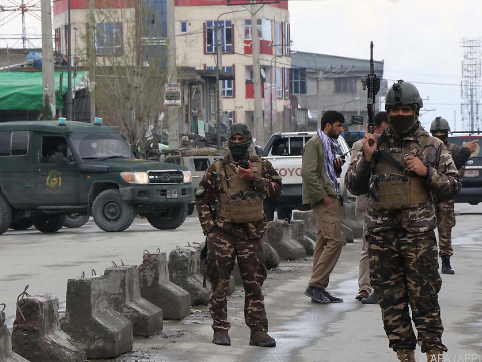 Sicherheitskräfte riegeln den Sikh-Tempel ab