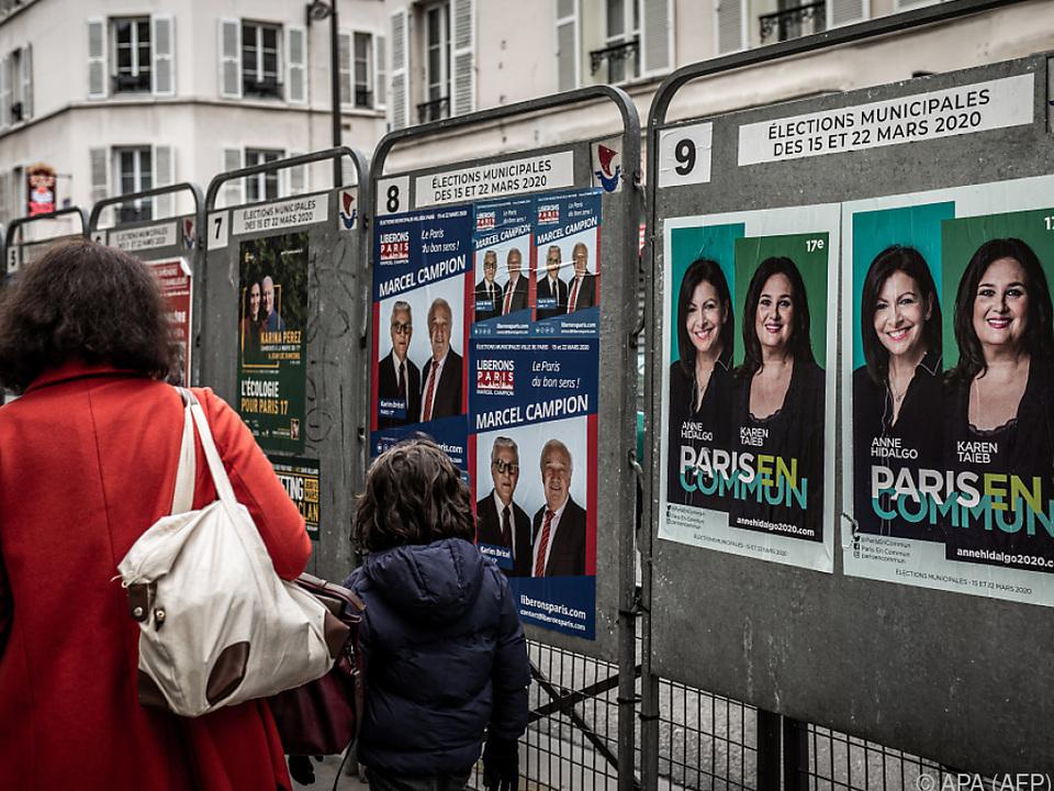 Wahlplakate für Kommunalwahlen in Paris
