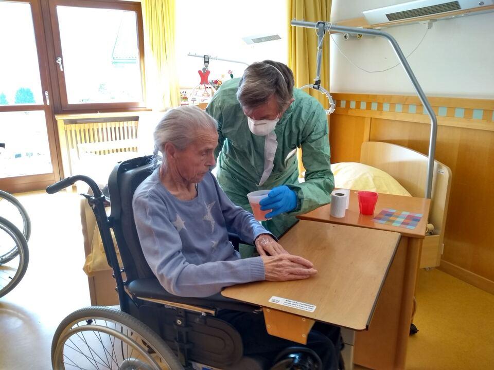 Weisses Kreuz Gröden hift im Seniorenwohnheim San Durich St. Ulrich