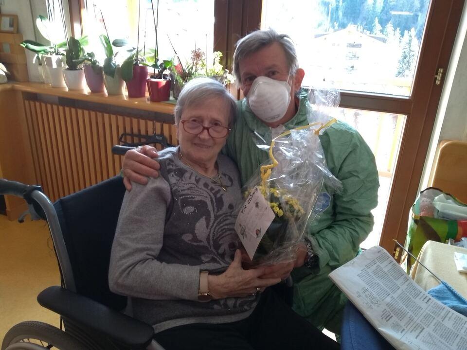 Weisses Kreuz-Gröden hilft im Seniorenwohnheim