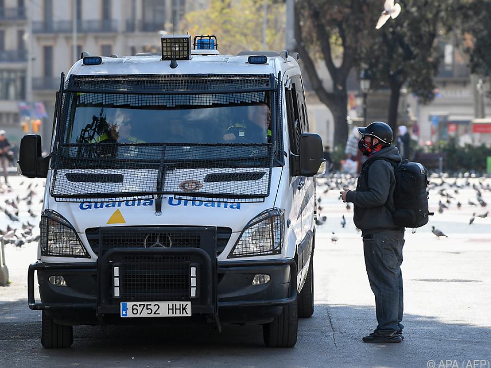 Zivilgarde unterwegs in den Straßen von Barcelona
