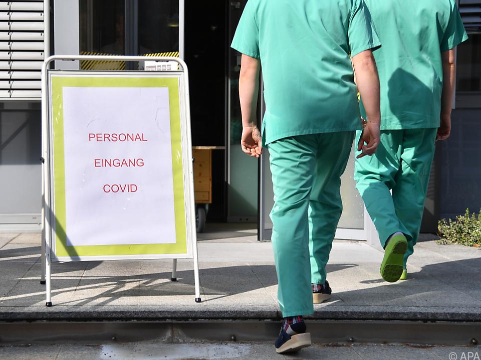 Aktuell werden 579 Personen in Spitälern behandelt