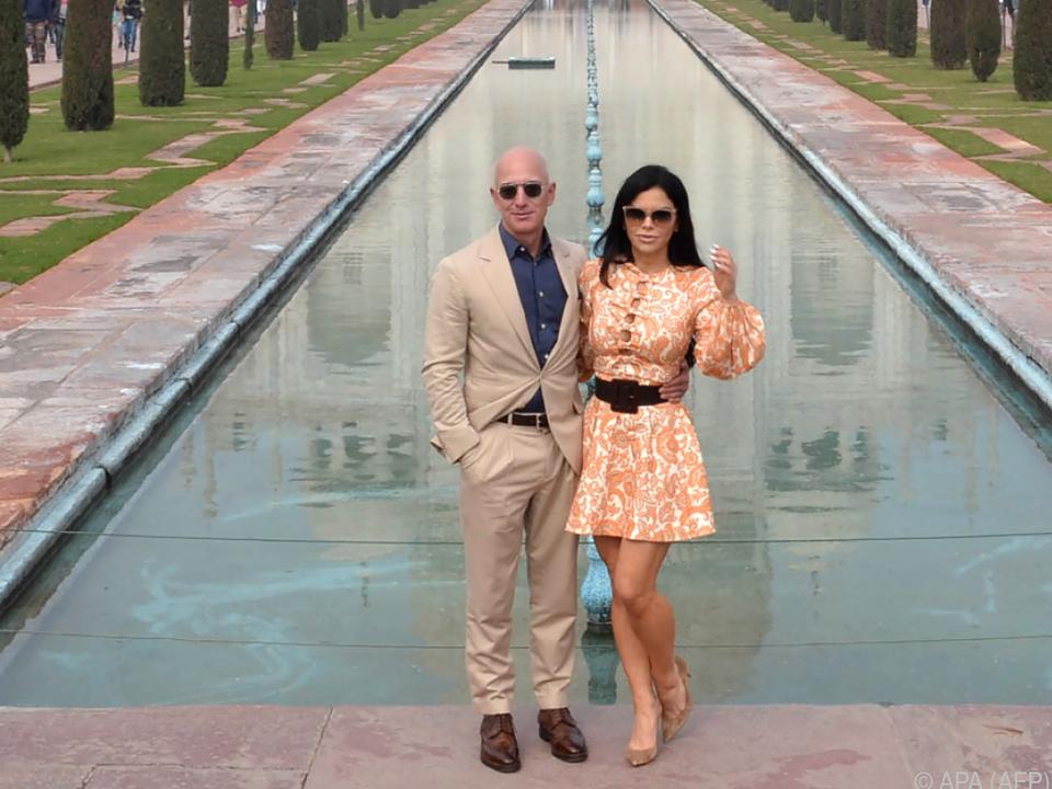 Bezos ist auch mit neuer Frau an seiner Seite der Reichste