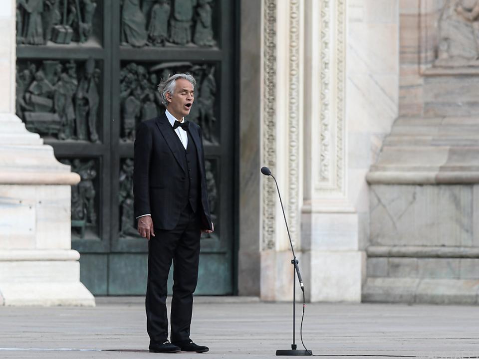 Bocelli wurde nur vom Domorganisten begleitet