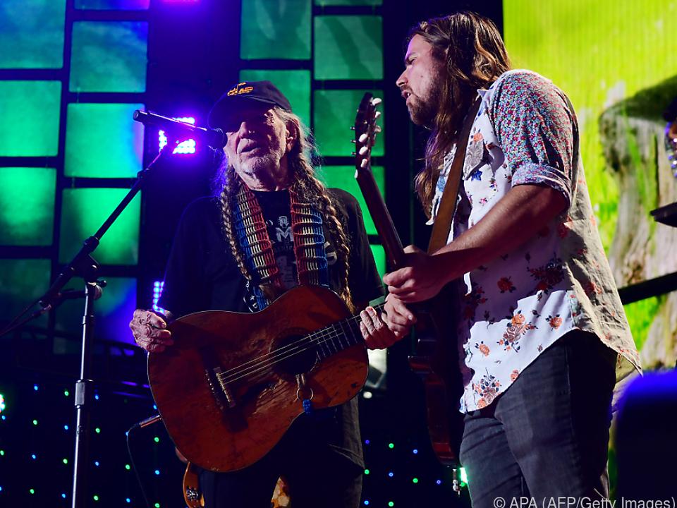 Countrystar Willie Nelson und sein Sohn Lukas befürworten Marihuana