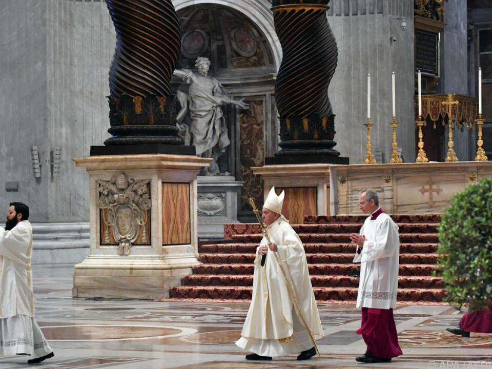 Der Papst im leeren Petersdom