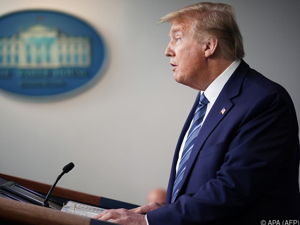 Der Stopp soll laut Trump nur Green Cards betreffen