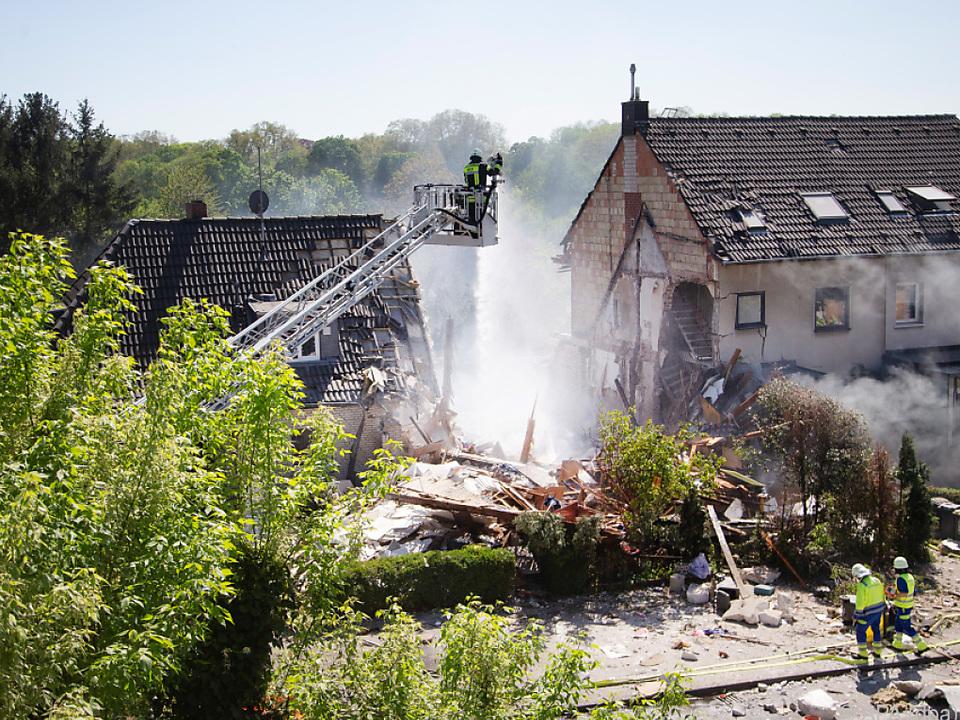 Die Doppelhaushälfte stürzte nach einer Explosion ein