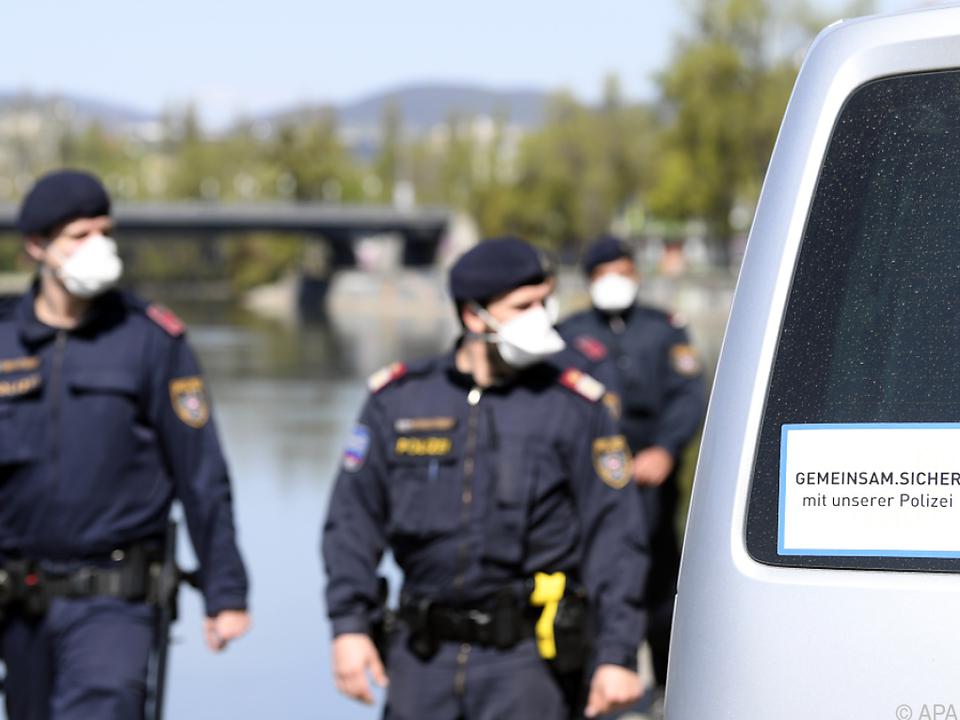 Die Polizei wird kontrollieren und informieren
