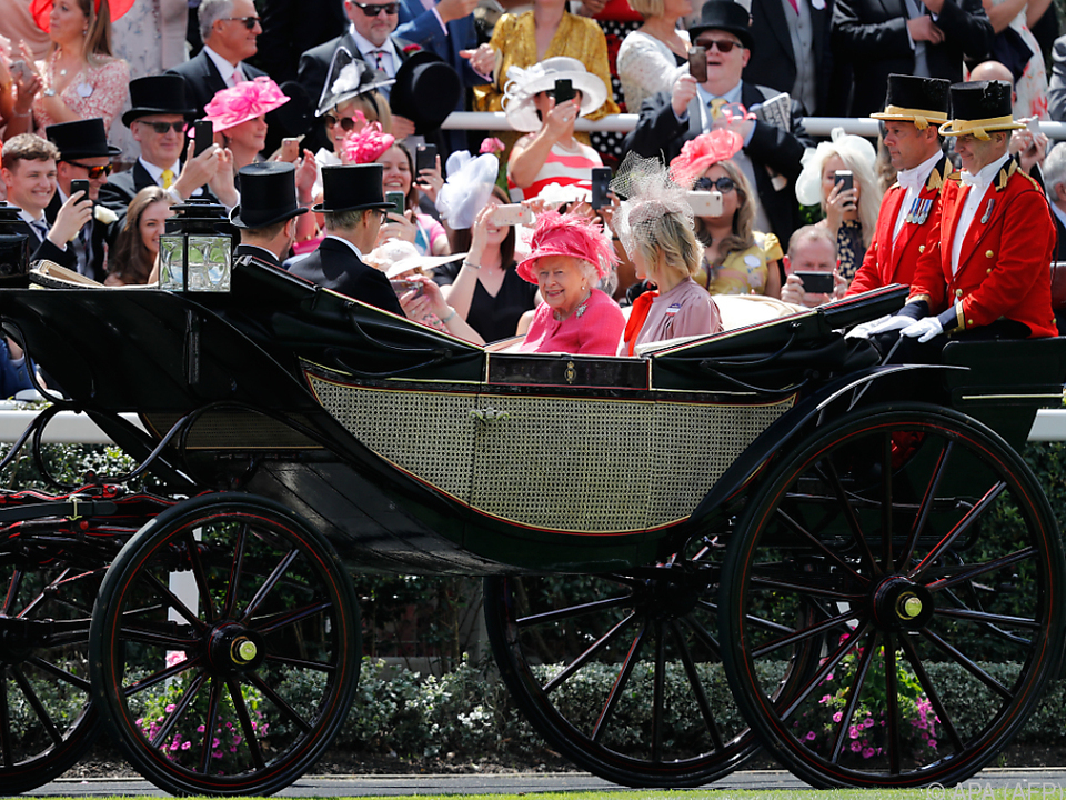 Die Queen im vergangenen Jahr bei ihrem obligatorischen Ascot-Besuch
