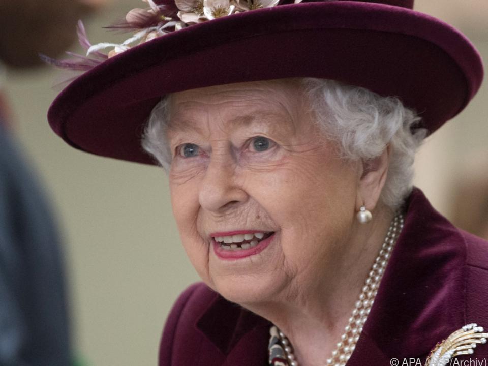Die Queen steht ihrem Volk bei