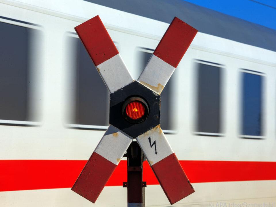 Die Regierung bestellt Zugverbindungen auf der Westbahn-Strecke