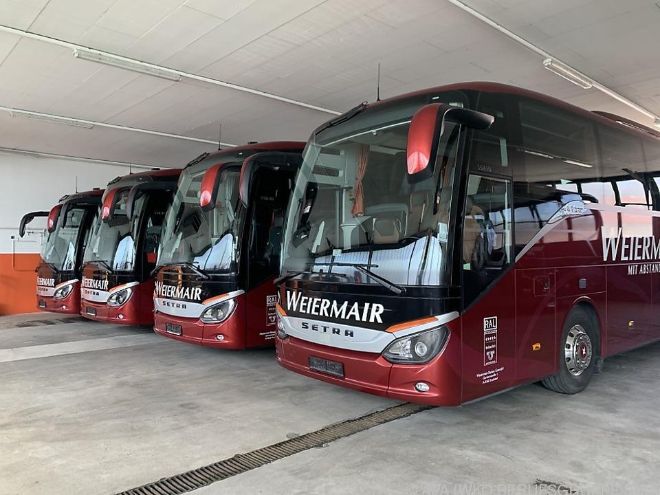 Etwa 4.000 Reisebusse stehen daher derzeit still