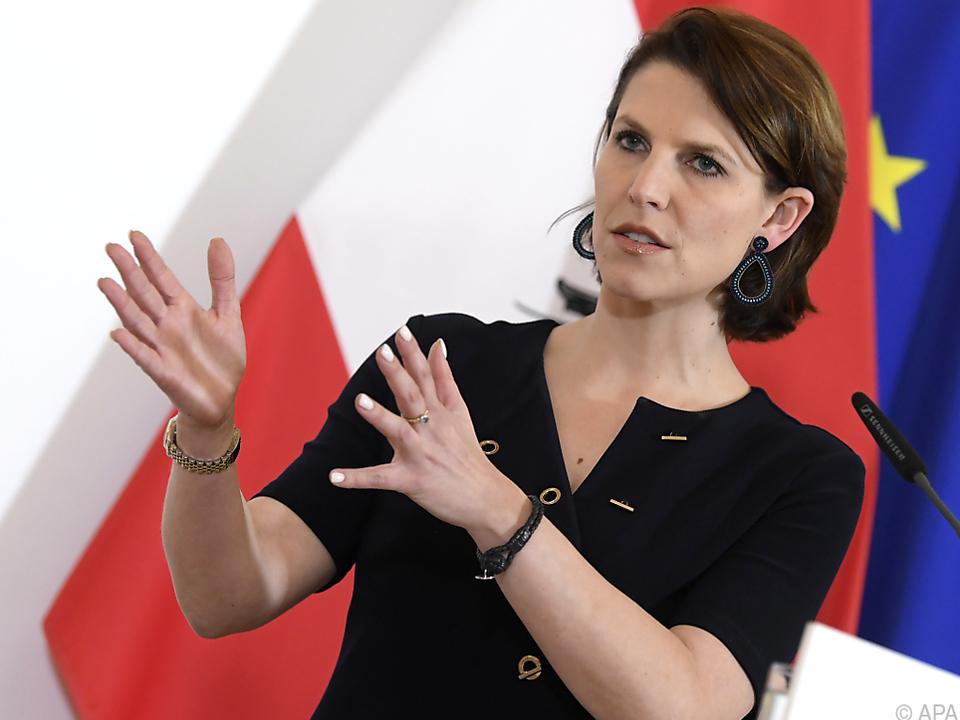 Europaministerin Karoline Edtstadler hatte Sonderzüge angekündigt