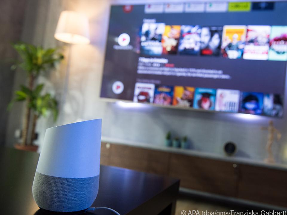 Fernseher kann man auch über smarte Lautsprecher per Sprachbefehl ansteuern