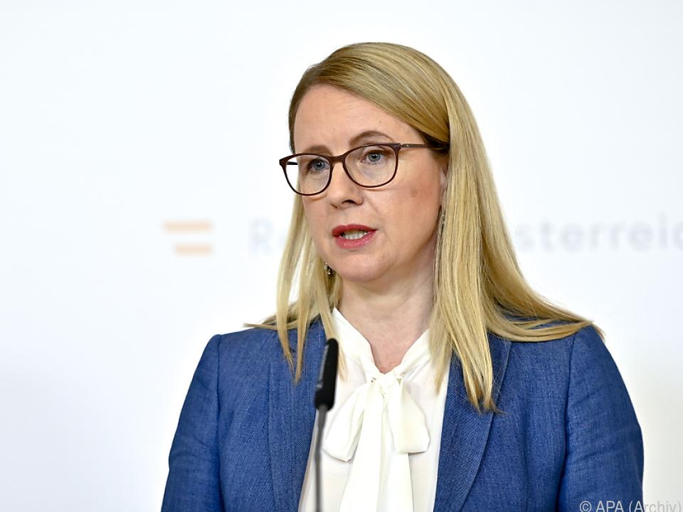 FPÖ forderte Rücktritt von Ministerin Schramböck