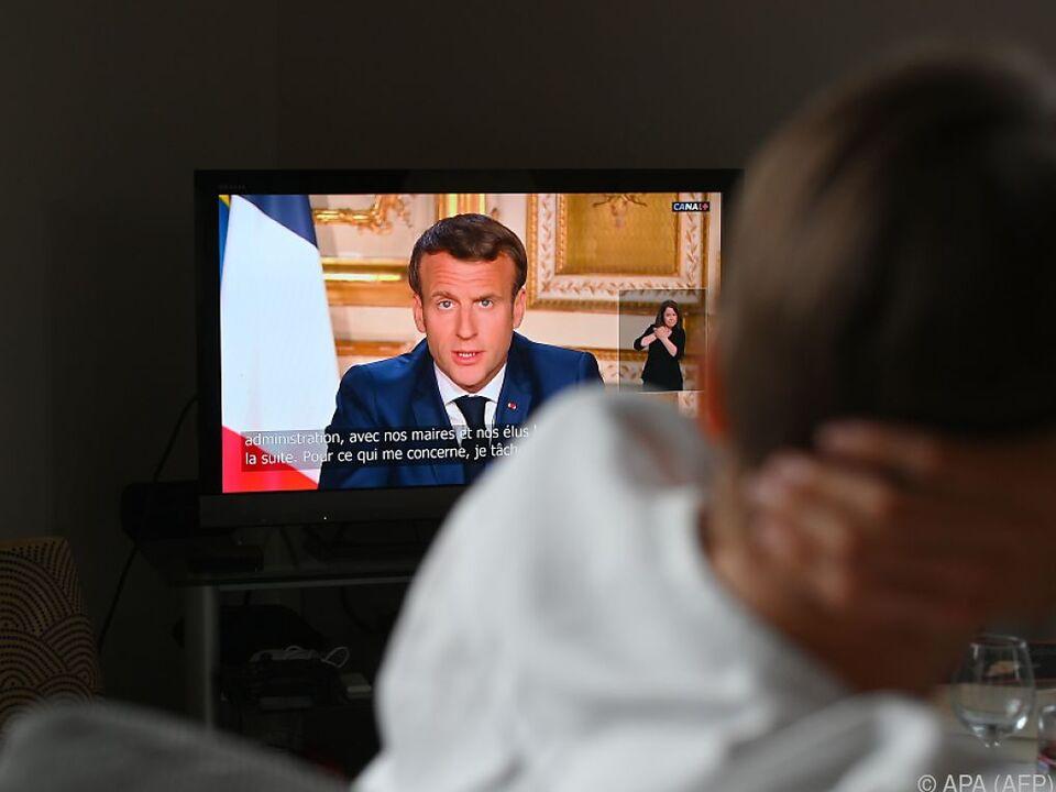 Franzosen müssen weiter zuhause bleiben