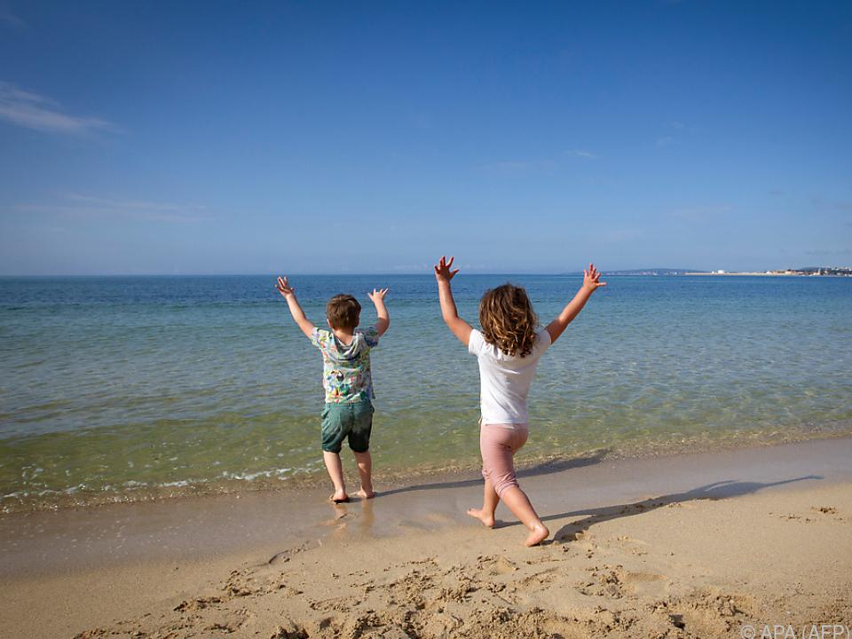 Kinder in Spanien dürfen das Haus wieder verlassen