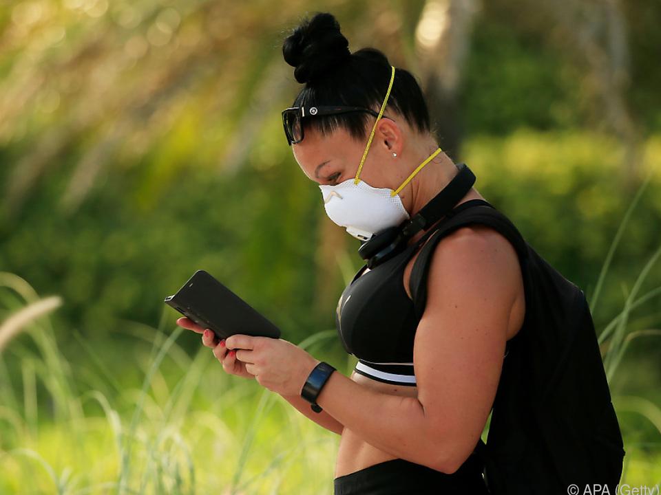 Masken minimieren das Übertragungsrisiko