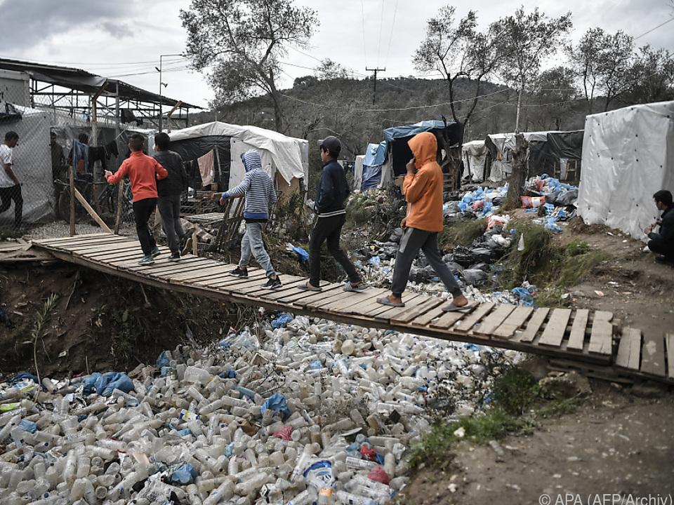 Neun Kinder sollen aus dem Flüchtlingslager Moria ausgeflogen werden