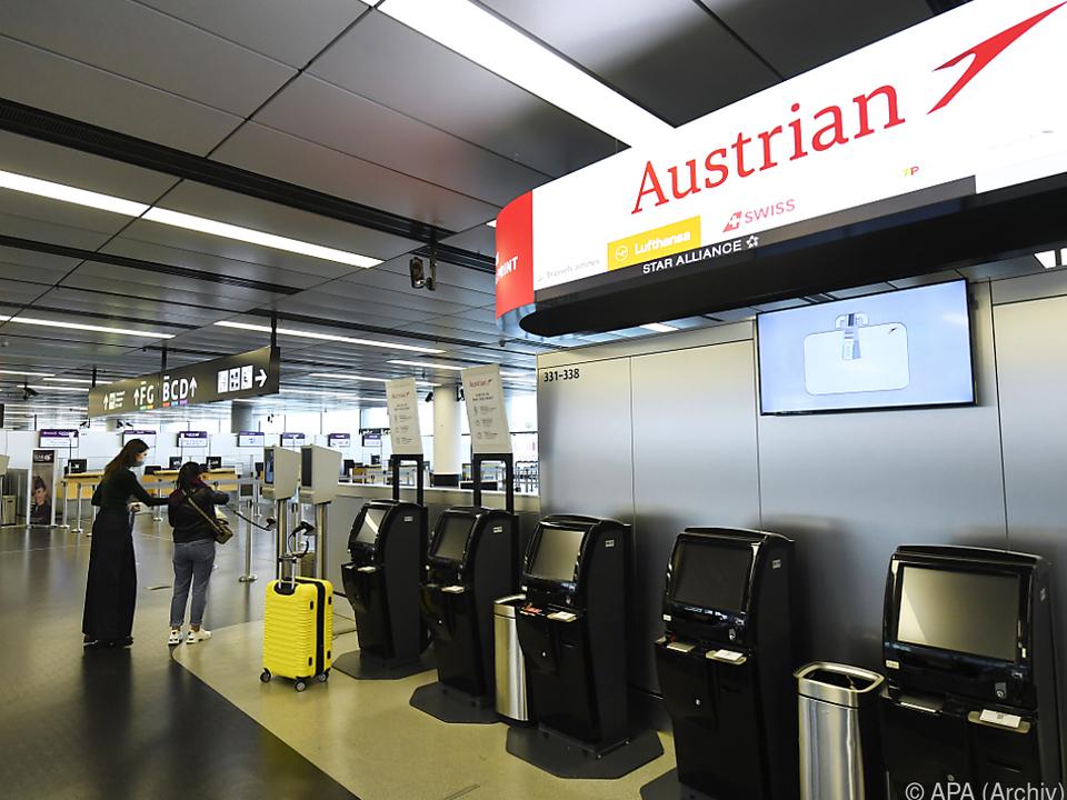 Nur noch wenige Passagiere am Flughafen