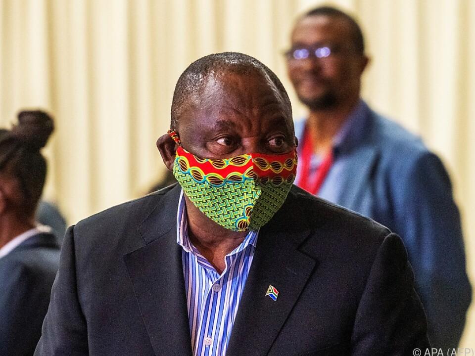 Offenbar unsicherer Umgang mit Mundschutz - der Präsident zeigte Humor
