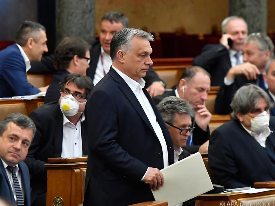 Orban kann per Dekret auf unbestimme Zeit regieren