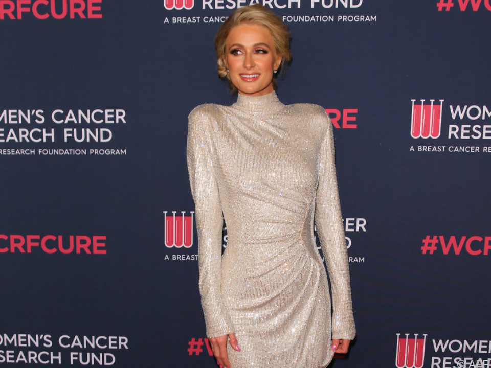Paris Hilton hat ein Herz für Fans