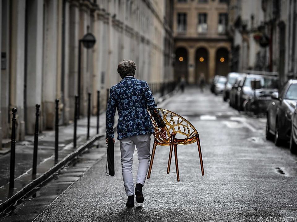Paris rüstet sich für das neue Leben vor der Tür