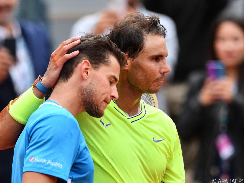 Rafael Nadal besiegte Dominic Thiem in Paris in gelbem Shirt