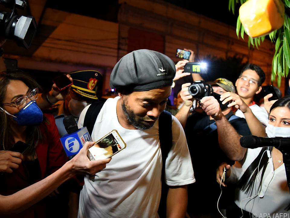 Ronaldinho wurde mit einem gefälschten Pass erwischt