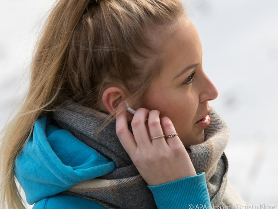 True-Wireless sind völlig kabellos und bestehen nur aus dem Ohrstöpsel an sich