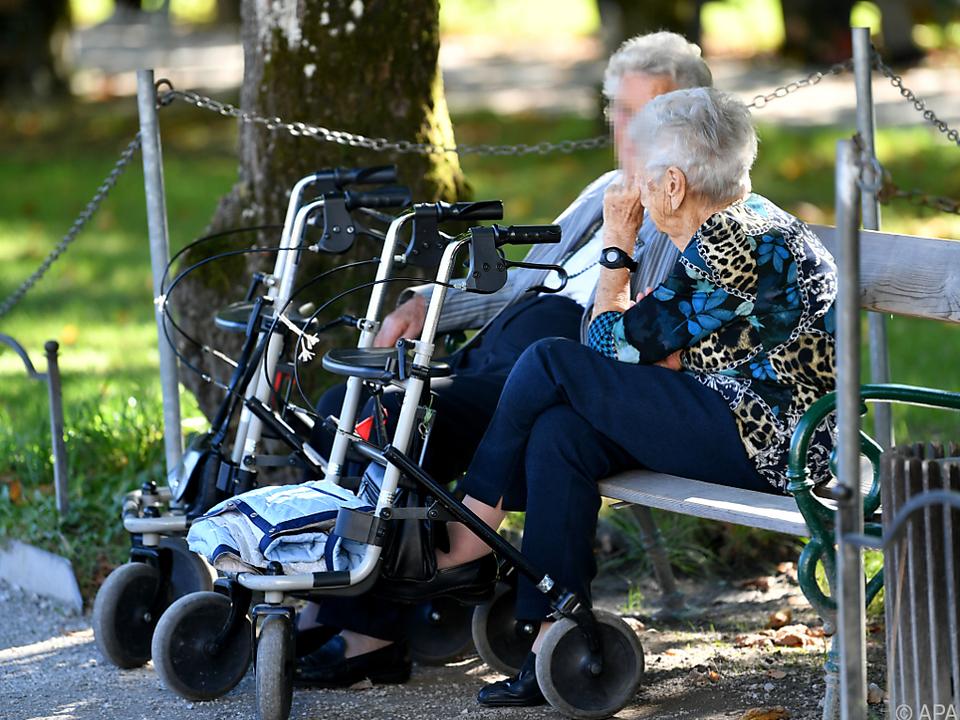 Verhandelt wird auch eine Lockerung des Besuchsverbots in Altenheimen