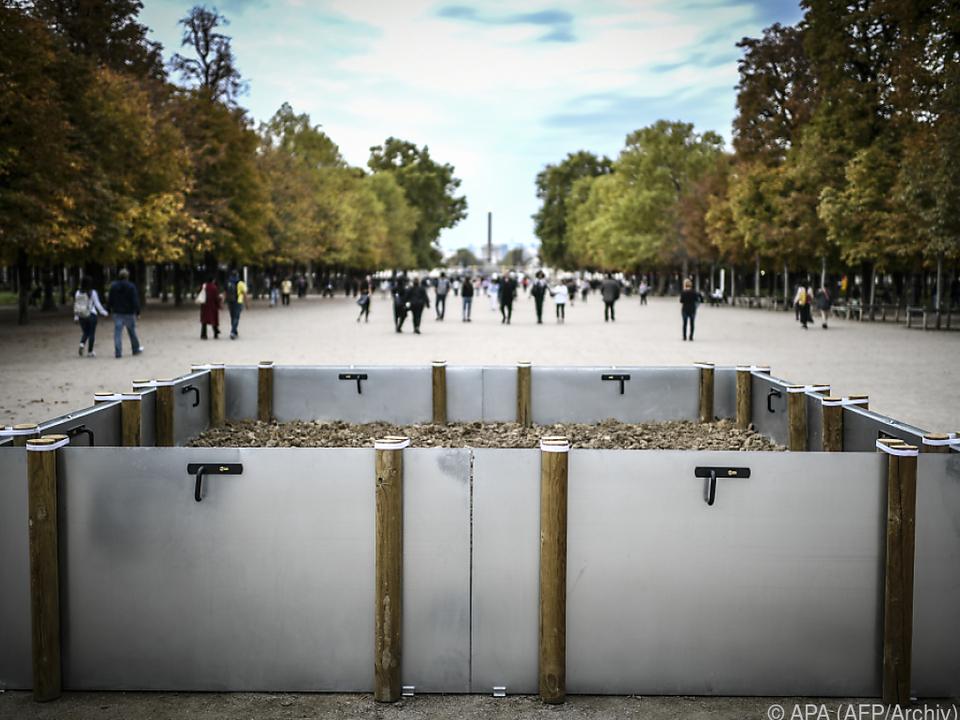 Weinberger-Installation in Paris