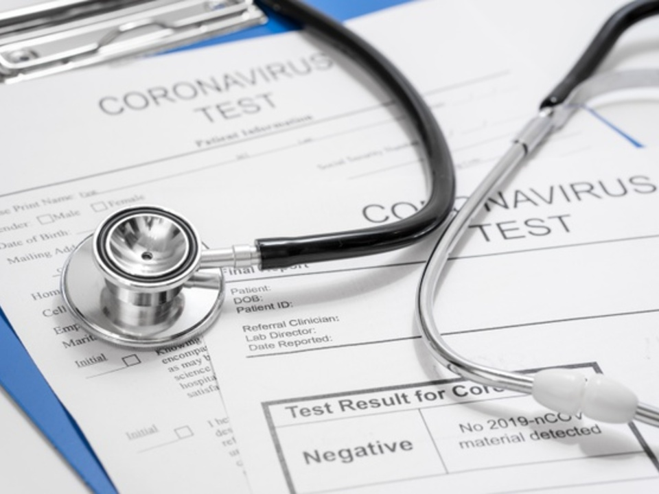 Arzt Stethoskop Corona Test