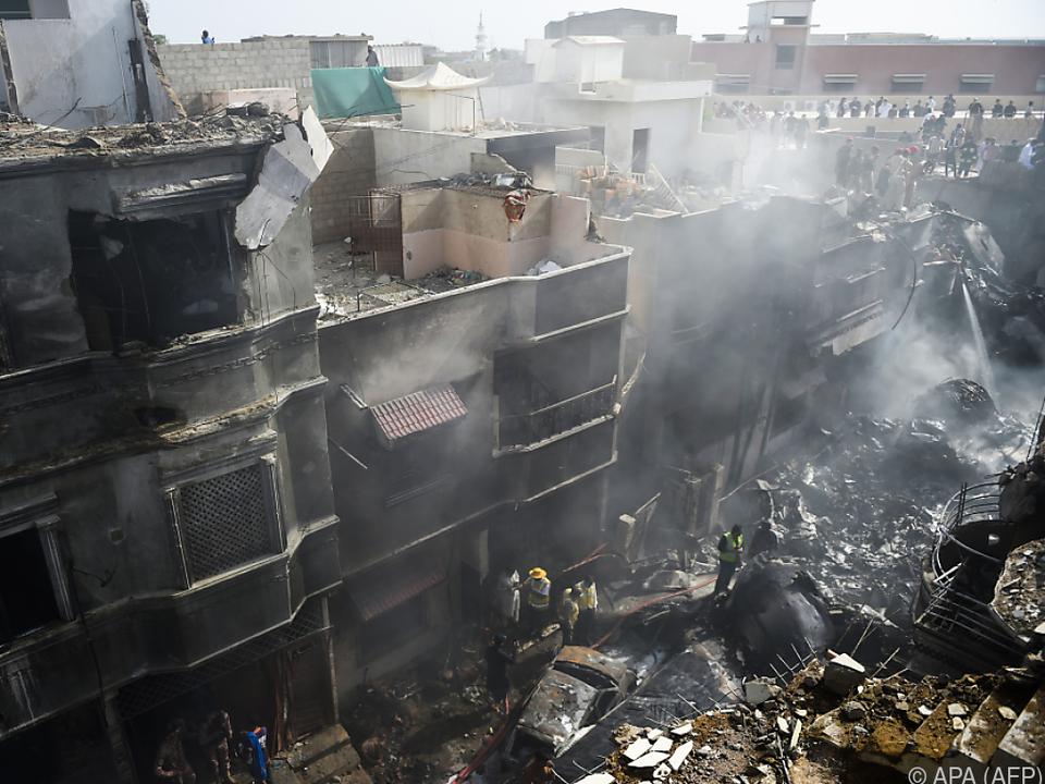 97 der 99 Passagiere kamen bei dem Absturz ums Leben