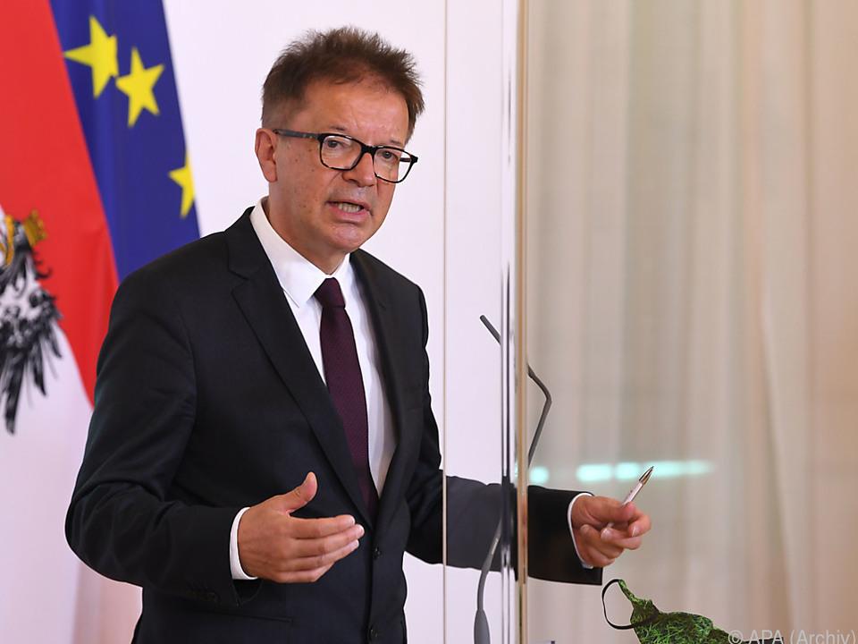 Anschober will Produktion wieder zurück in die EU holen