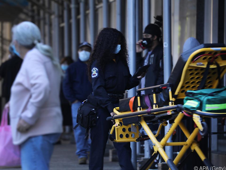 Bisher sind in den USA 82.000 Menschen nach Corona-Infektion gestorben