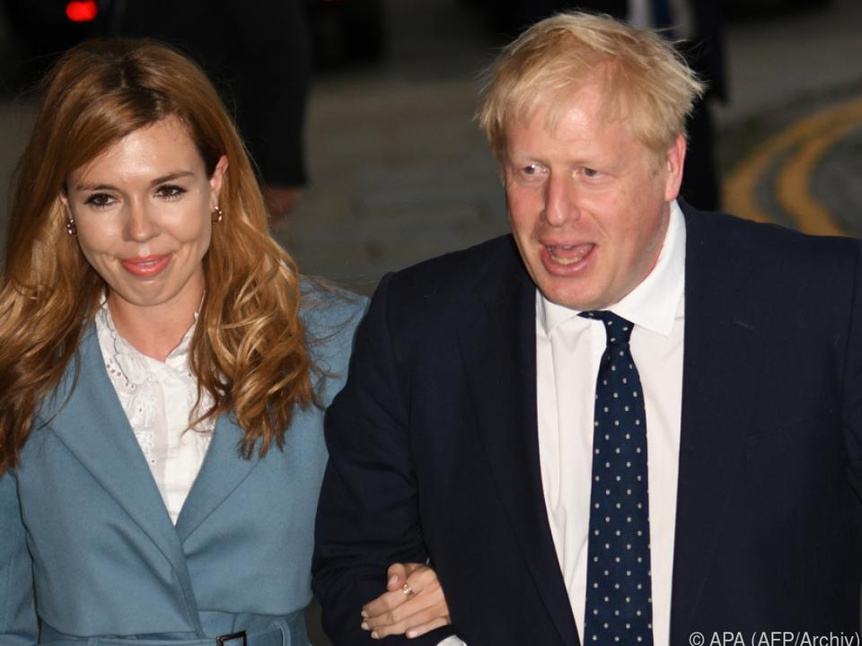 Britischer Premier Boris Johnson mit seiner Verlobten Carrie Symonds