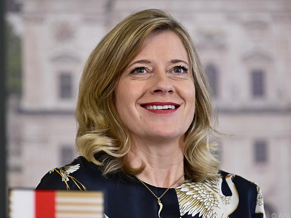 Caroline Peters gibt in Salzburg die Buhlschaft