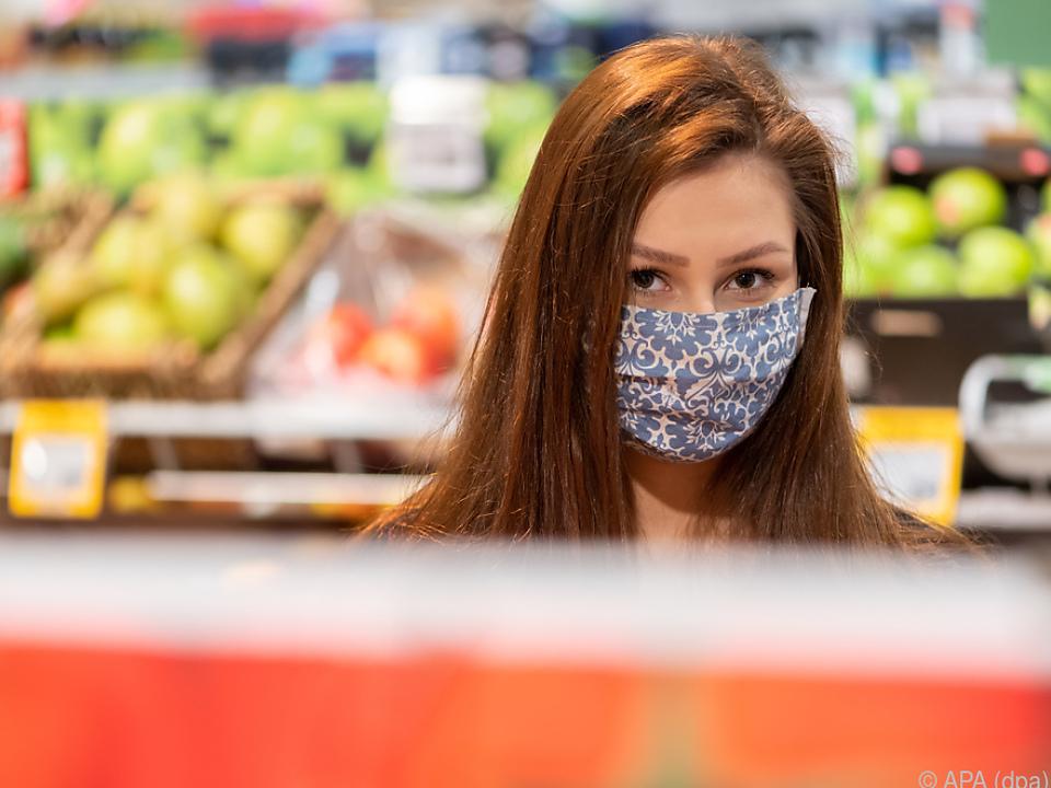 Derzeit gilt in Österreich beim Einkauf generell eine Maskenpflicht corona