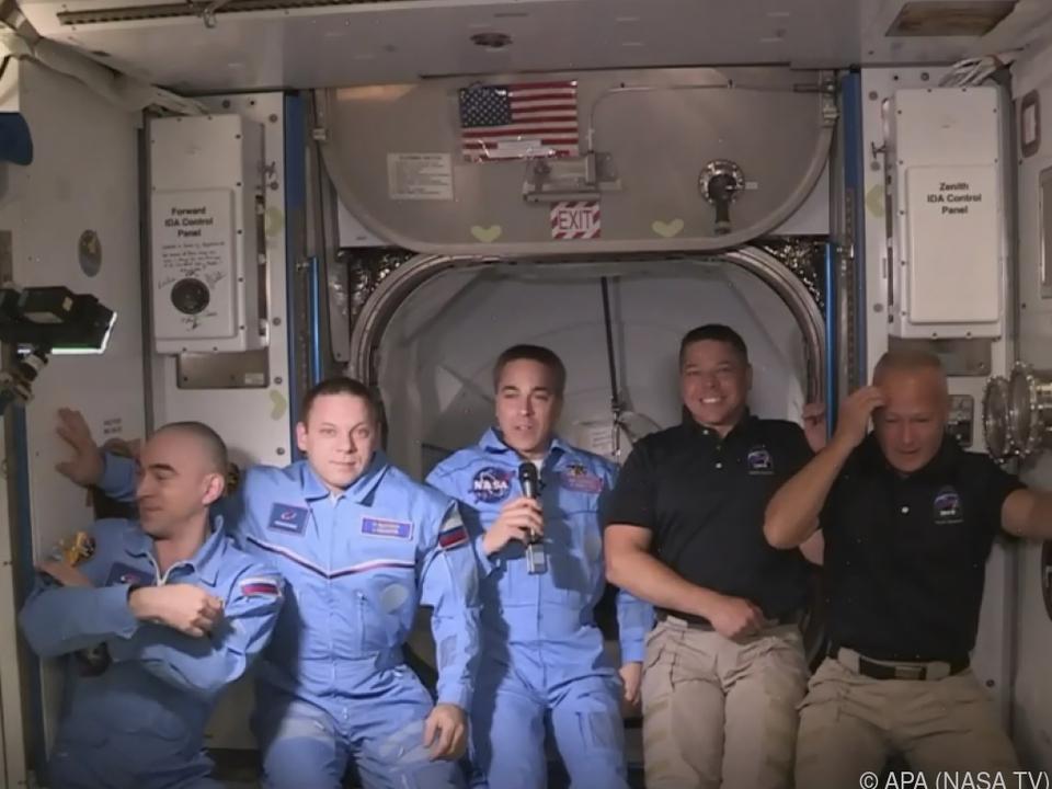 Die Astronauten sind bei ihren Kollegen auf der ISS angekommen