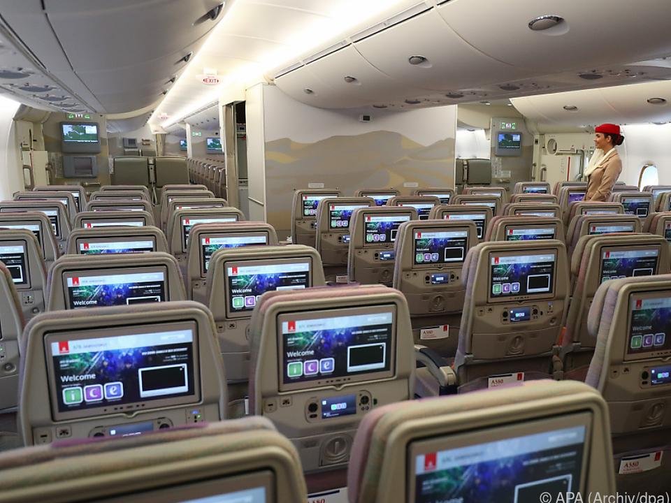 Ein Sitz pro Reihe oder jede zweite Reihe sollen frei bleiben